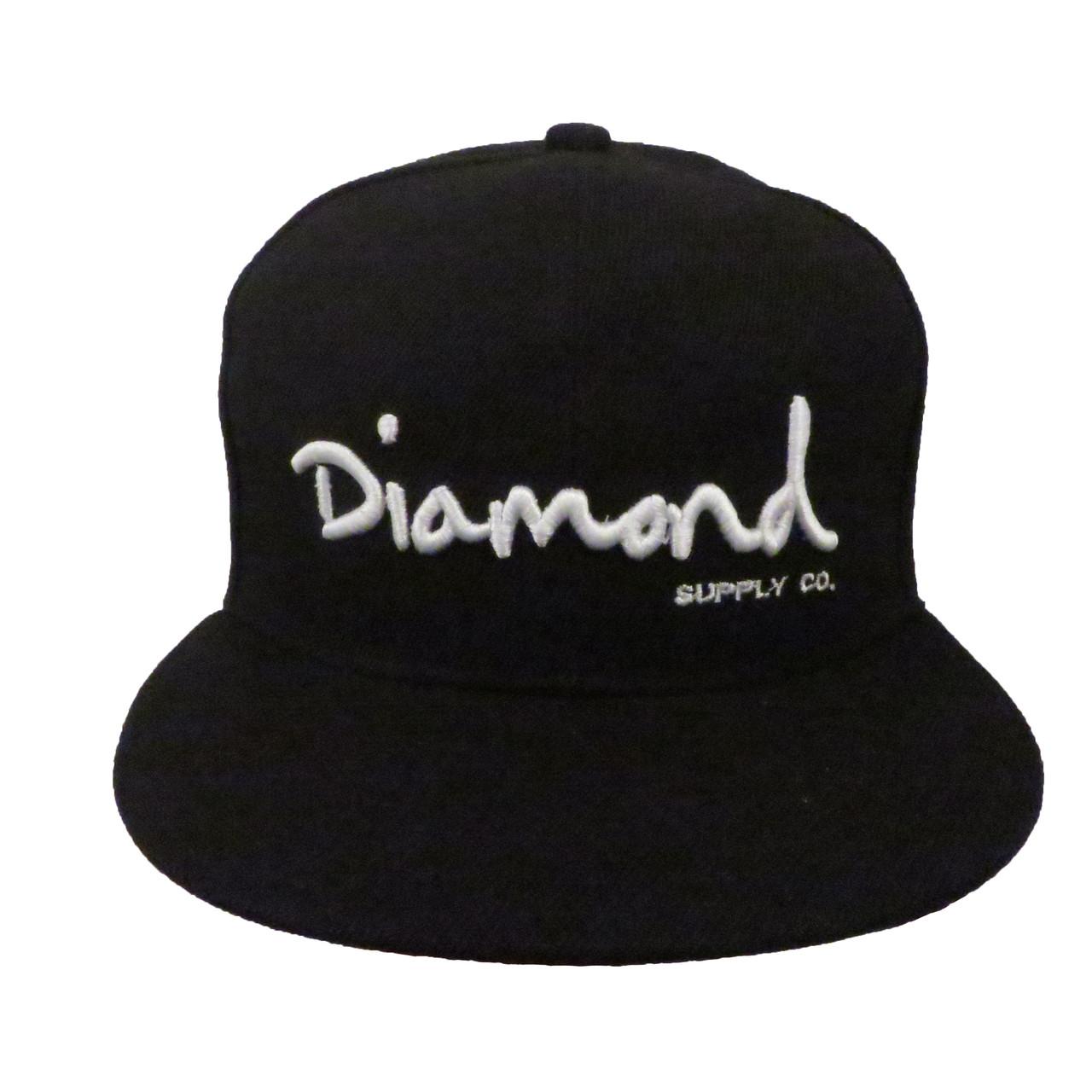 Черная кепка с белой надписью Diamond