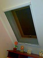 Москітна сітка на мансардні вікна