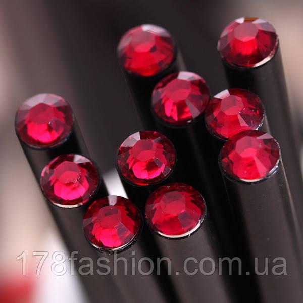 Оригинальный и модный простой карандаш черного цвета с красным кристаллом