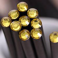 Оригинальный и модный простой карандаш черного цвета с желтым кристаллом
