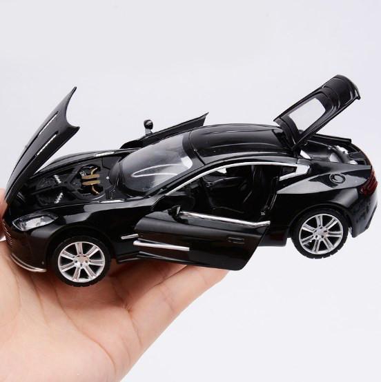 Металлическая машинка Aston Martin, со светом и звуком
