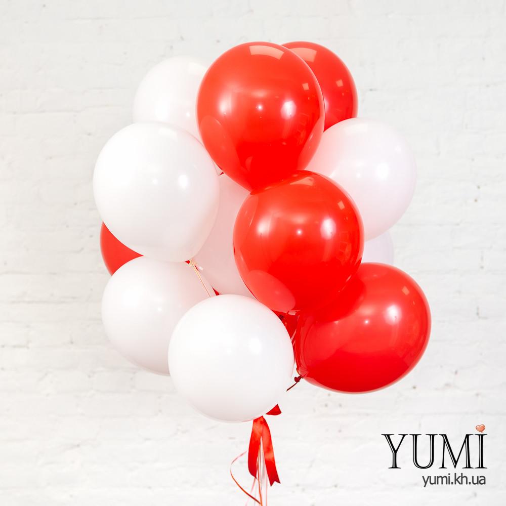 Связка из 15 белых и красных гелиевых воздушных шариков