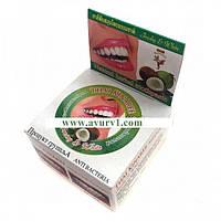Отбеливающая зубная паста Свежесть и Белизна Thai Kinaree с маслом Кокоса/ 25 г