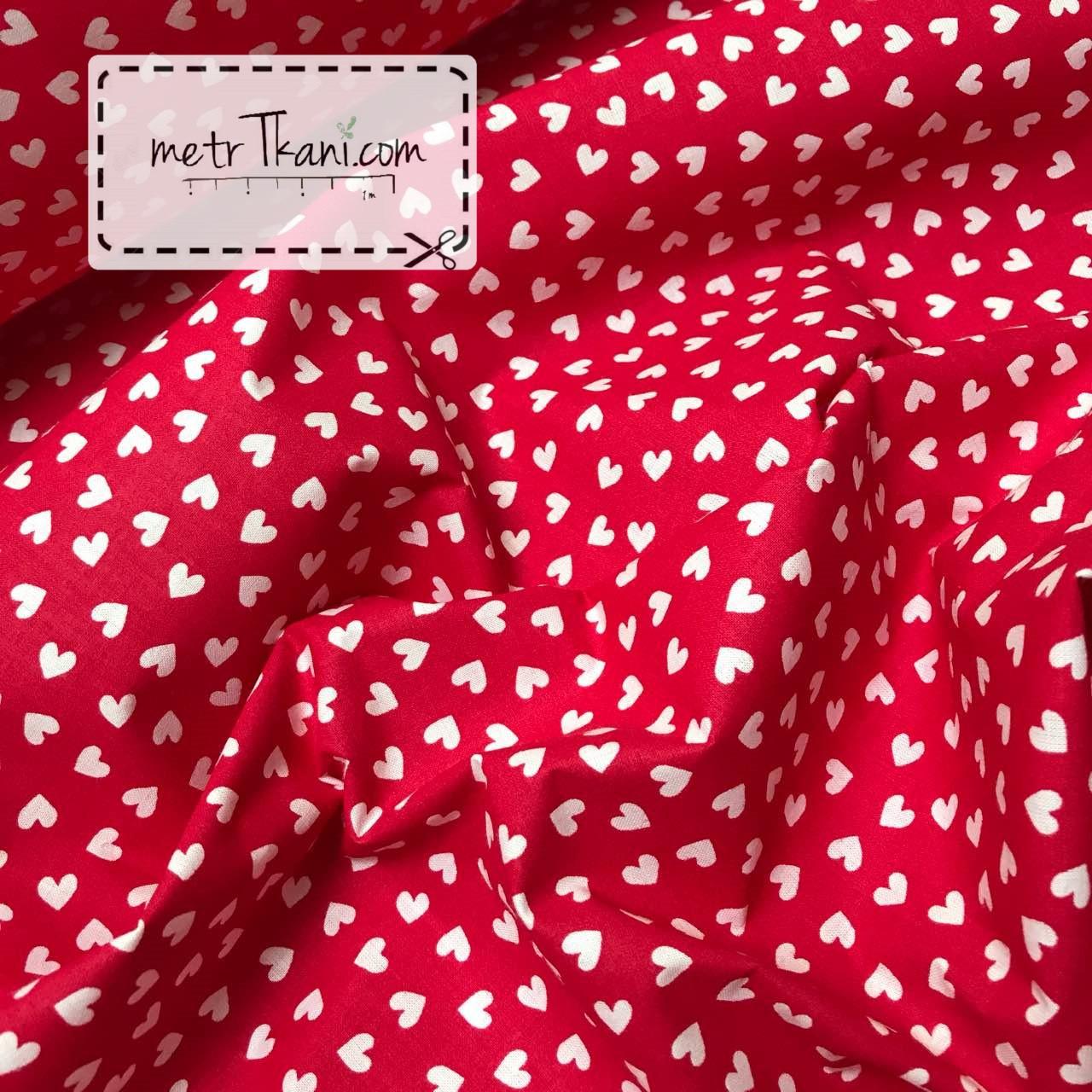 Хлопковая ткань, мини сердца белые на красном №873