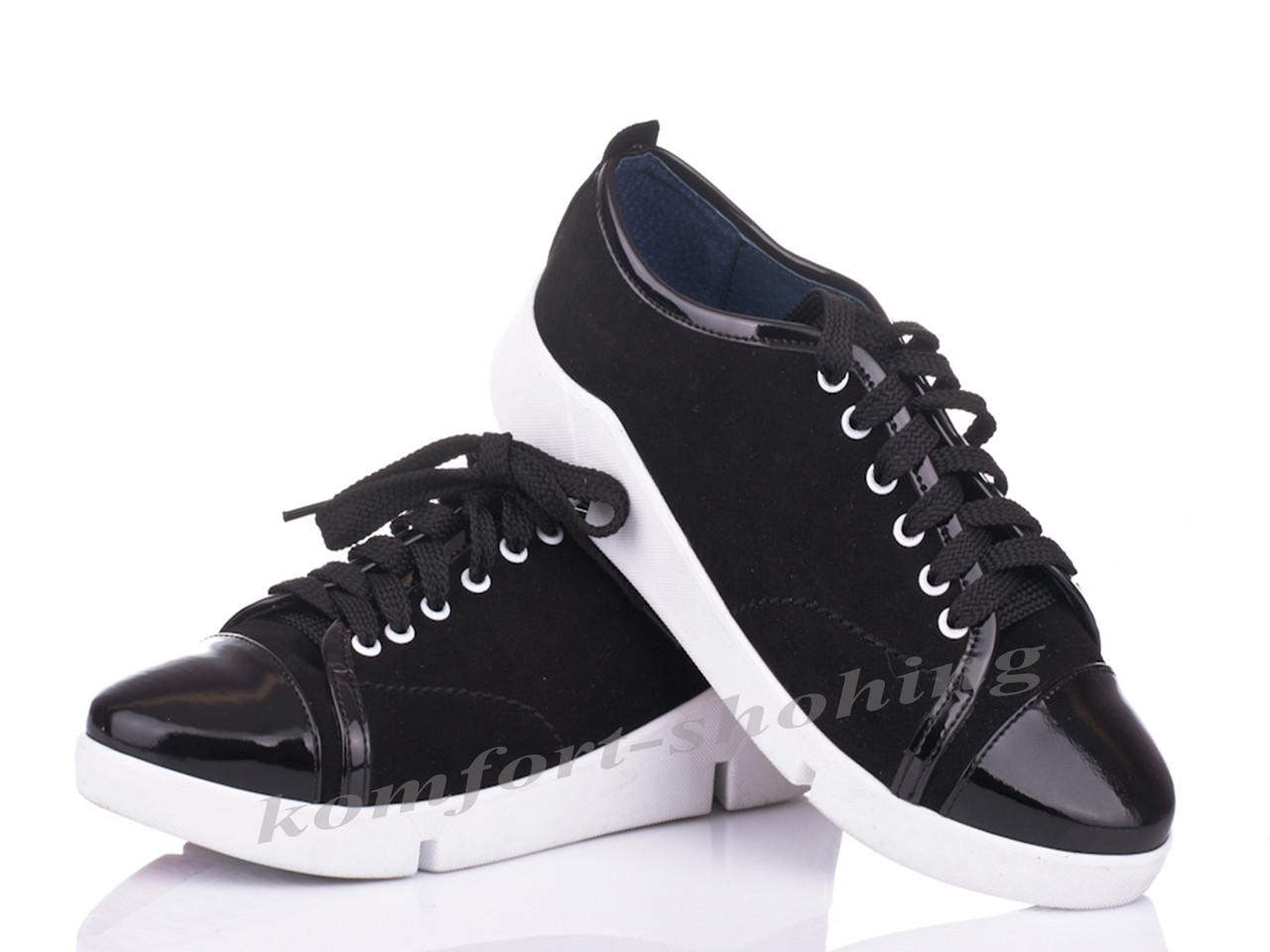 Женские замшевые кроссовки на шнуровке , черные  V 1090