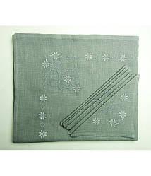 Вышитая светло - серая скатерть и салфетки 6 шт. (белая вышивка)