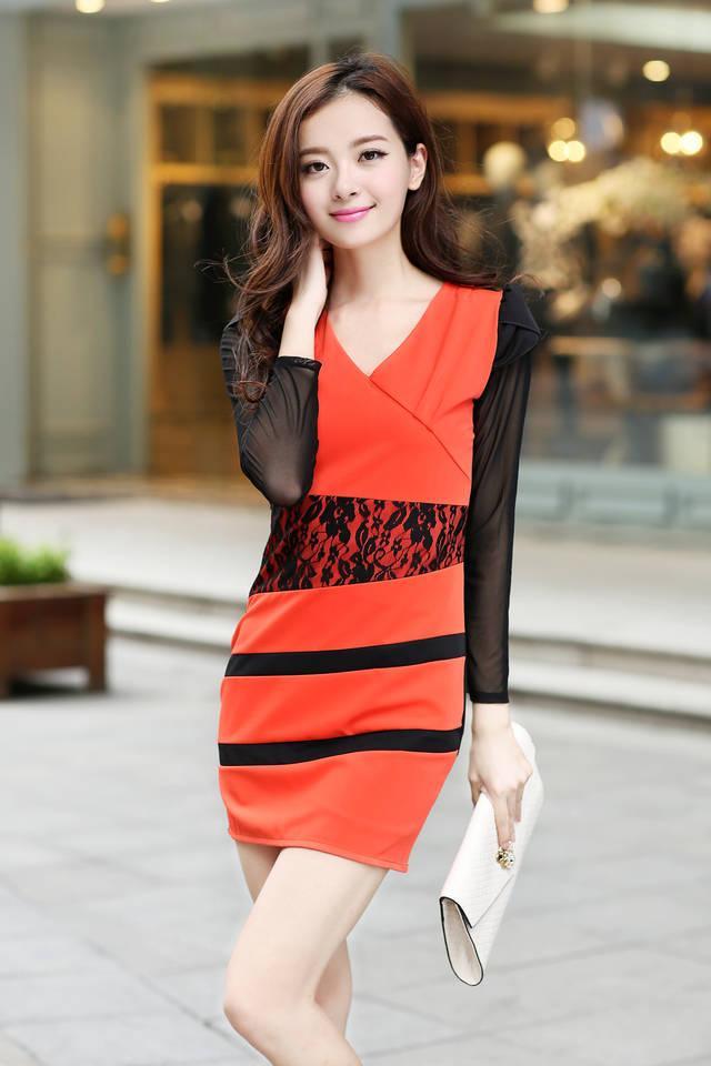 Распродажа модели. Подростковое молодежное платье Коралл с кружевом