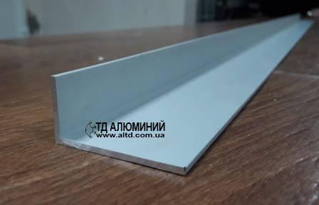 Уголок алюминиевый 40х20 х2 / анод серебро