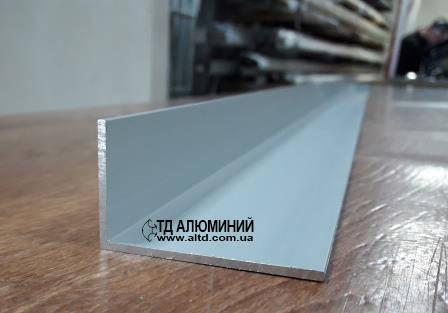Алюминиевый уголок 50х30 х2 / анод серебро