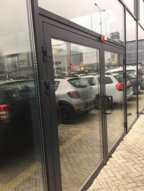 Алюминиевая дверь Reynaers CS 77