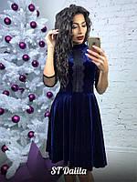 Великолепное платье из велюра декорировано кружевом