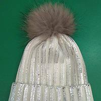 Супер модная шапка с напылением и меховым бумбоном.