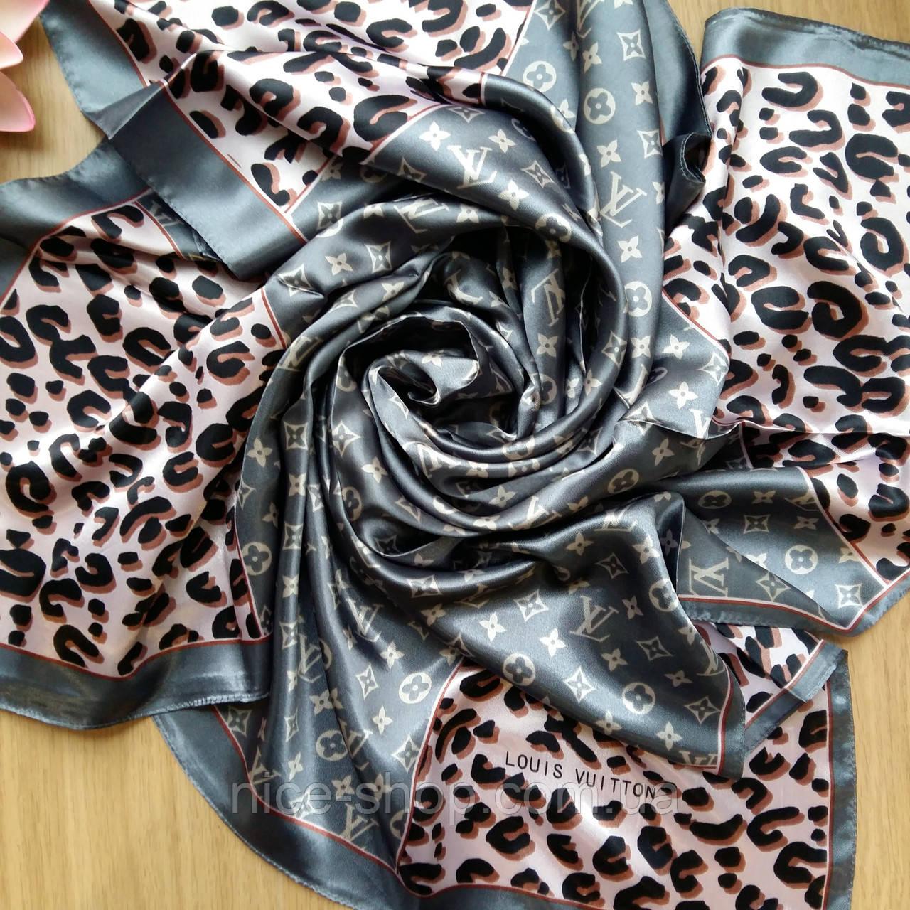 Платок Louis Vuitton шелк, серый / леопард