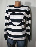 Стильный свитер в полоску