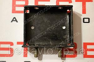Кронштейн подушки двигуна передній правий коробко-подібний sens
