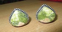 """Яркие серебряные запонки  с  эпидотом """"Лепесток""""  от студии LadyStyle.Biz"""