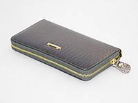Лаковый кошелек серого цвета, фото 1