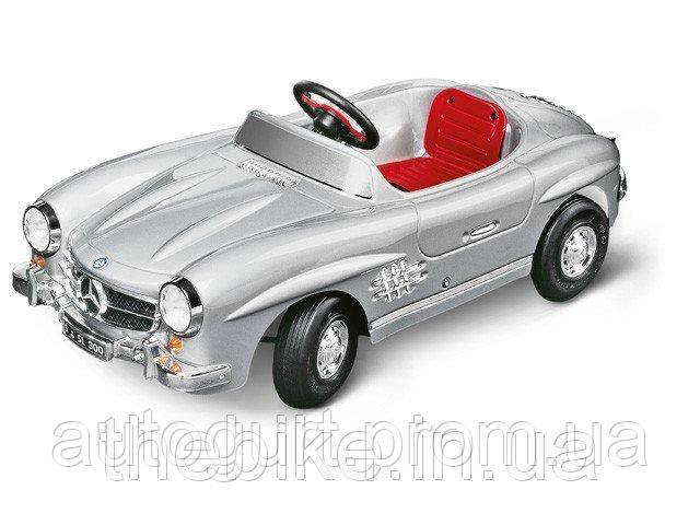 Автомобиль с электро приводом Mercedes 300 SL (W198) серебристый