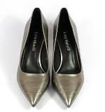 Серые женские туфли на каблуке со строчкой, фото 2