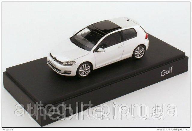 Модель автомобиля Volkswagen Golf VII 3d Oryx White Pearl, Scale 1:43
