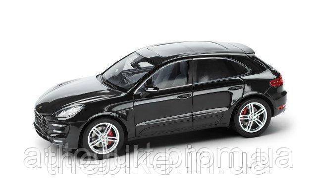 Модель автомобиля Porsche Macan Turbo Deep Black Metallic, Scale 1:18