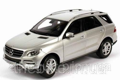 Модель автомобиля Mercedes-Benz ML-Class Iridium Silver, Scale 1:18