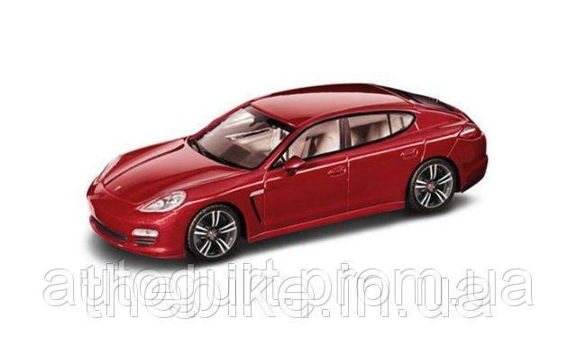 Модель автомобиля Porsche Panamera Rubinrotmetallic, Scale 1:43