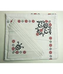 Вышитая белая скатерть и салфетки 6 шт. (красно - черная вышивка)