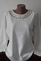 Женская кофта с узором возле горловины