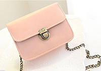 Женская маленькая розовая сумочка на цепочке из качественной экокожи