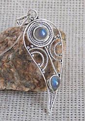 Изящный серебряный кулон с лабрадорами