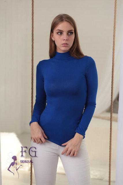 Женский однотонный гольф под горло тонкий синий (электрик)