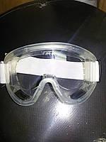 Очки для защиты глаз пластиковые.