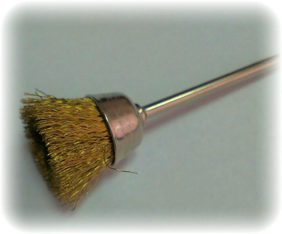 Крацовка широкая металлическая латунная с держаком