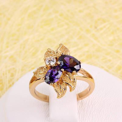 002-2805 - Позолоченное кольцо с фиолетовыми и прозрачными фианитами, 16 р