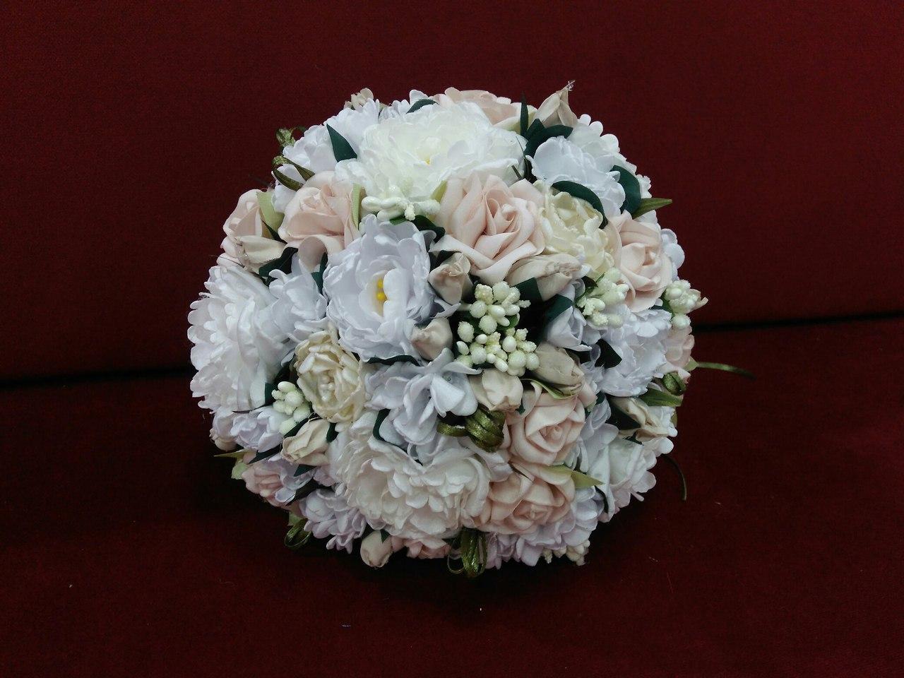 Свадебный букет-дублер из пионов и роз белый с пудровым