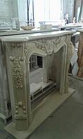 Мраморный камин из бежевого мрамора