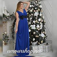 Синее длинное вечернее платье.