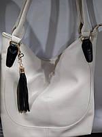 Очень вместительная белая женская сумка из искусственной кожи высокого качества.
