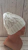 Вязаная женская шапочка из белого мохера