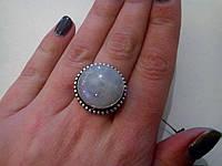 Кольцо с натуральным лунным камнем в серебре.