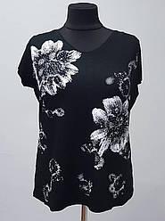 Женская футболка темного цвета