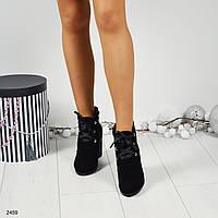 Замшевые ботиночки на толстом каблуке украшенном жемчуго