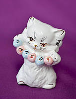 Сувенир котик с бусами