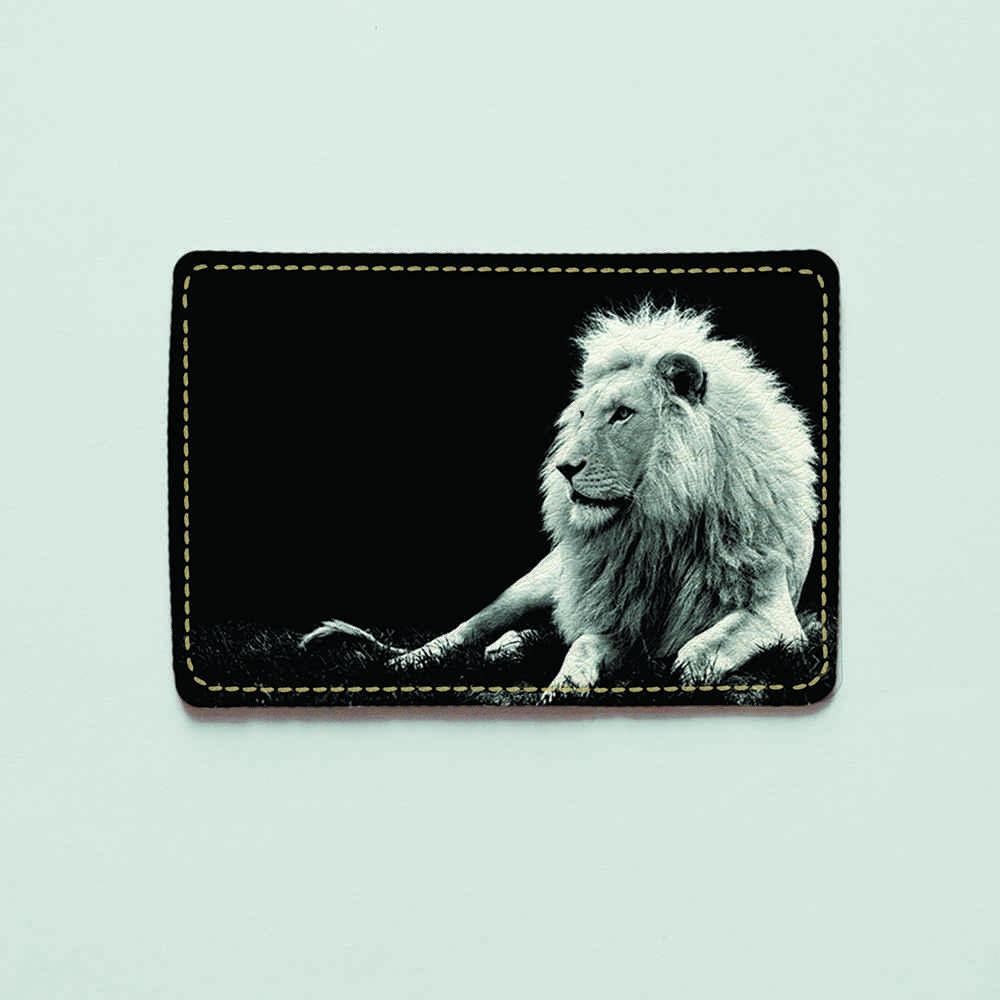 Картхолдер v.1.0. Fisher Gifts  190 Белый лев в темноте (эко-кожа)