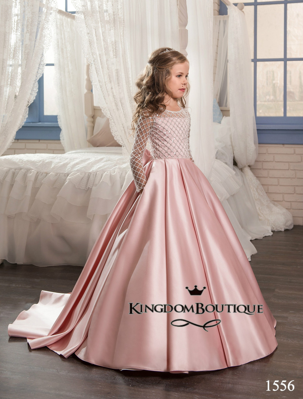 Платье детское с длинным рукавом и шлейфом. От года до 11 лет