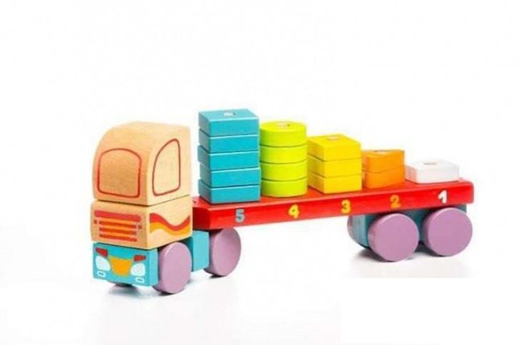 Дерев'яна іграшка Тягач з геометричними фігурами LM-13