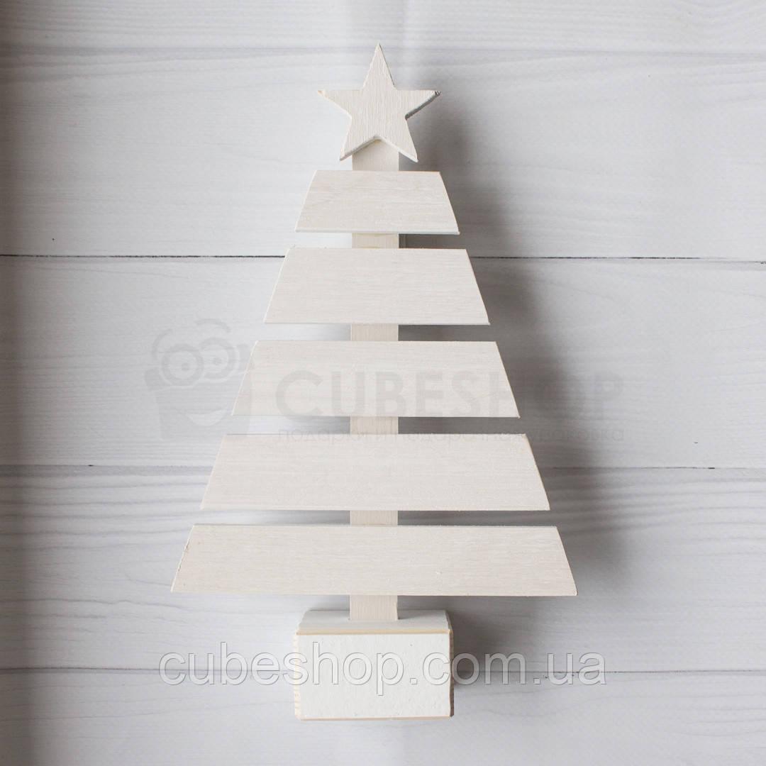 Деревянная елка на подставке (белая)