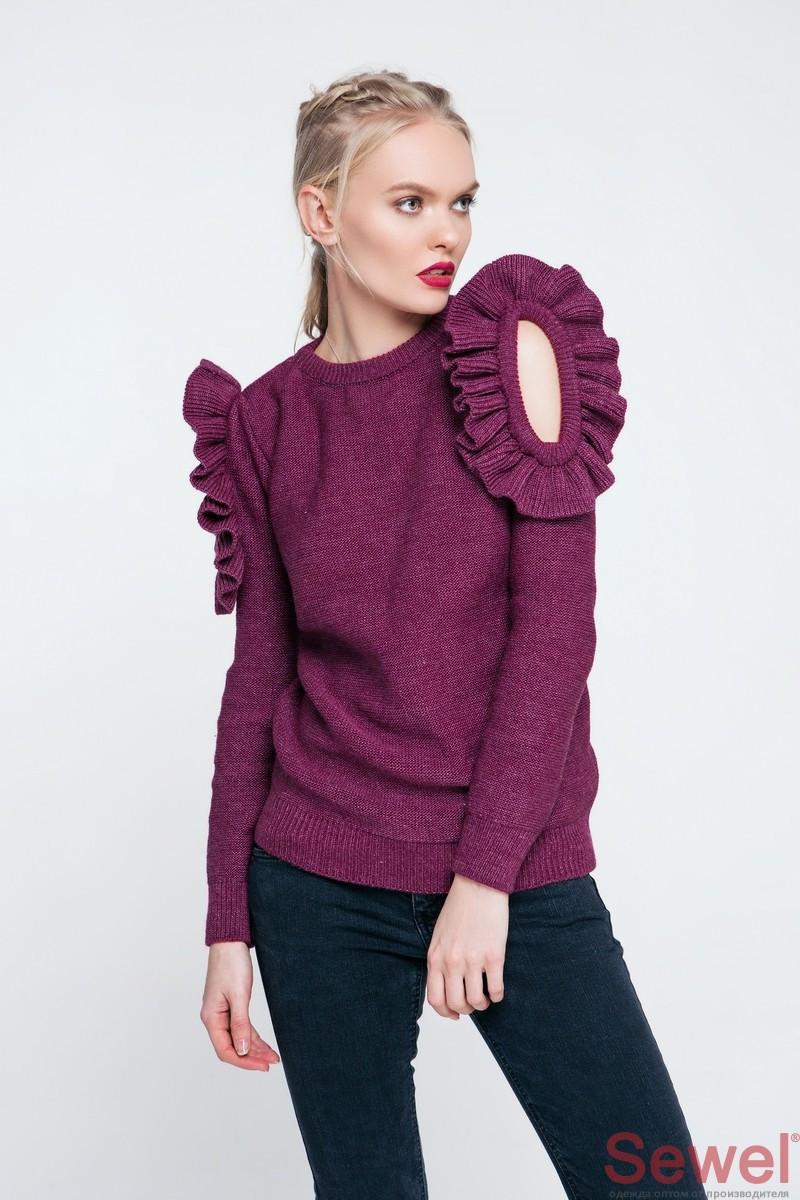 Женский вязаный свитер с рюшами