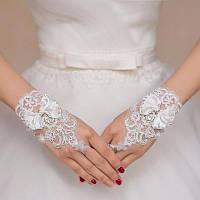 Свадебные женские митенки (перчатки без пальцев) с бантиком белого цвета.